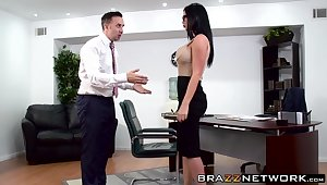 Naughty skank Jasmine Jae is ready to find credible up the ass