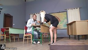 Breeding with blonde milf teacher and bad boy student in the classroom