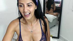 Venezuelan MILF chatting on webcam en rapport wankers