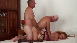 Mature Bi Coupler Threesome