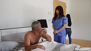 Hot nurse treats patient with proper pussy