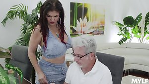 Gorgeous super curvy together with sexy babe Coralyn Jewel is into jerking cock