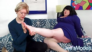 Fat Lesbian Bella Bendz Gets Strapon Anal away from British Granny Jamie Foster