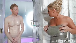 Nude mommy walks secure the shower with the brush stepson