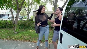 MILF Selene Sicnlair drops her jeans give be fucked in the van