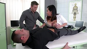 Plump Tigerr Benson double penetrated in a medical setting