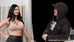 Bodacious brunette at hand D-cup boobs Jasmine Jae goes wild in slay rub elbows with gloryhole room