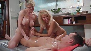 Dee Williams & Erica Lauren - Massage Porn Video