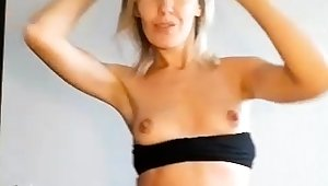 Webcam busty blonde lay bare covered by oil anal masturbate